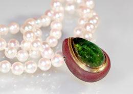 Wechselschließe aus Holz und großnem Turmalin, Perlenkette