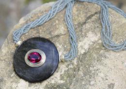 Wechselschließe aus Obsidian und Rubbelith, Safirkette