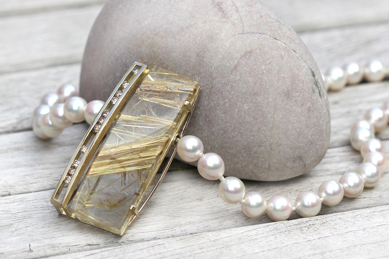 Wechselschließe mit Rutilquarz und Brillanten, Perlenkette